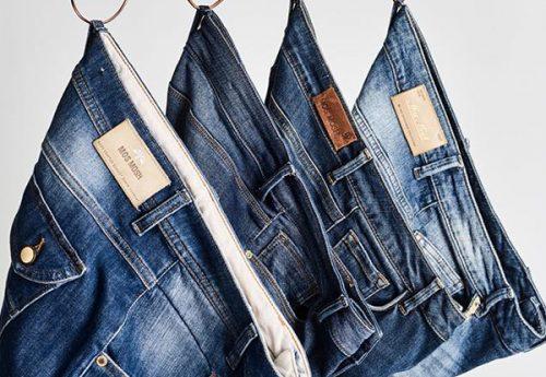 Dit is waarom je je spijkerbroek binnenste buiten moet wassen