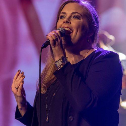 Collega José zingt op Jubileumfeest